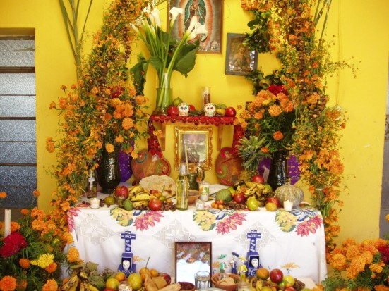 traditional mexican ofrenda